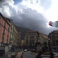 Вид на Пьяцца ди Монументо издали