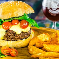Caprese Burger-Angus Premiun+Local Craft Beer