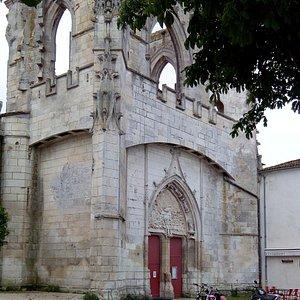 Restes gothiques de l'église première
