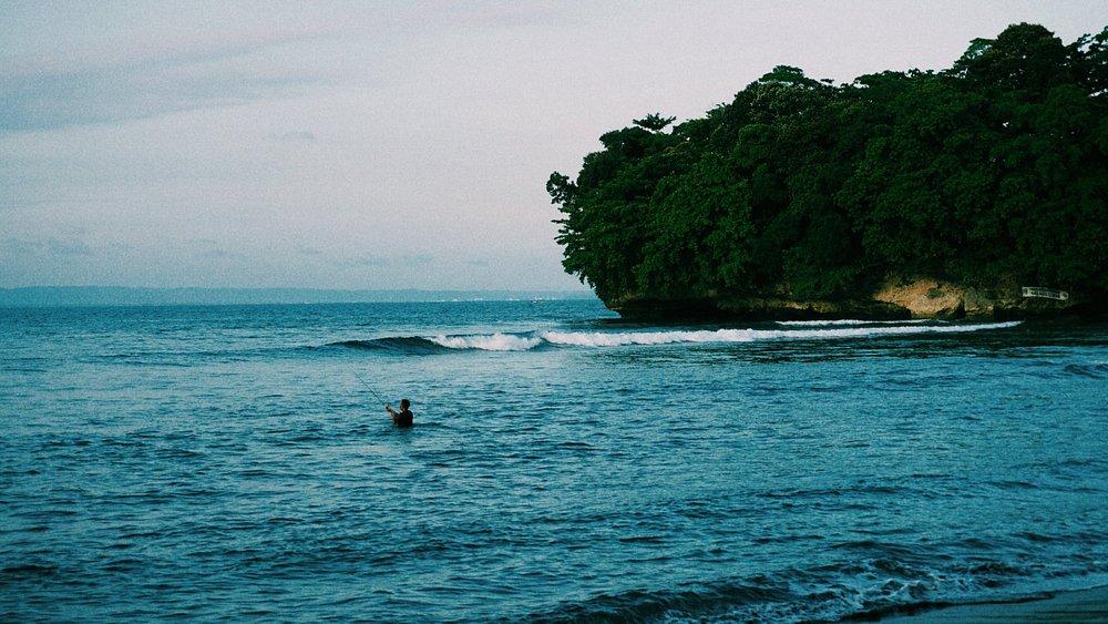pantai yang adem, mellow, dan tenant