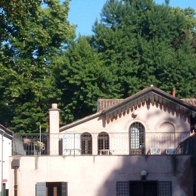 La depandance della Villa Franchin, fotografata dal retro