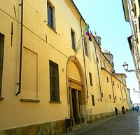 Il grande palazzo verso piazza Castello