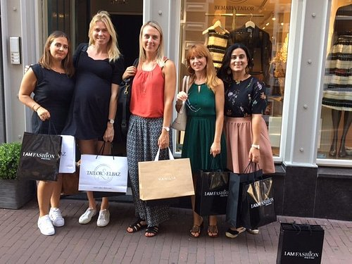A lovely shopping day with girlfriends in the romantic  9 Little Streets.