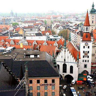 Крыши Мюнхена. Вид на Старую Ратушу.