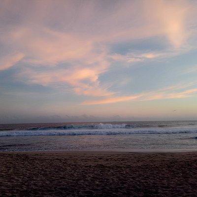 Pantainya masih sangat Sepi Dan bersih very recommended