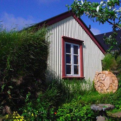 Turf House / Íslenski bærinn