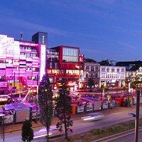 Reeperbahn ist Tags und abends eine Attraktion, die man auf jeden Fall in Hamburg gesehen haben