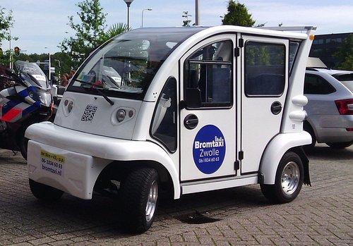 Grappige 4 persoons elektrisch autootje. Prima geschikt voor de binnenstad van Zwolle
