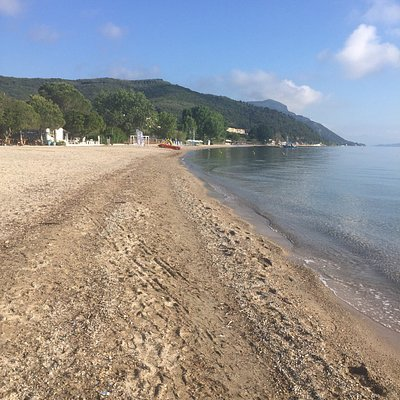 Lovely bay with shallow water however not a sandy beach but more shingle and grit. Nice taverna