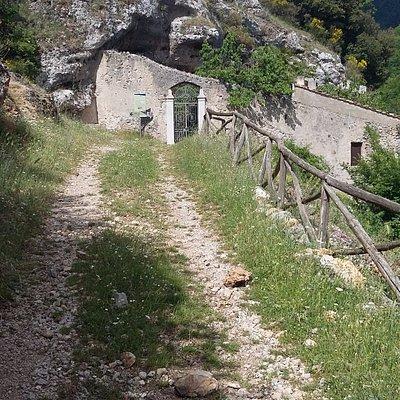 L'eremo in prossimità del cancello d'ingresso