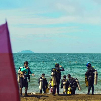 Getting ready for beach entry diving.