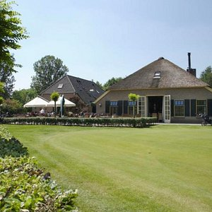 This is the club house with the practice putting green