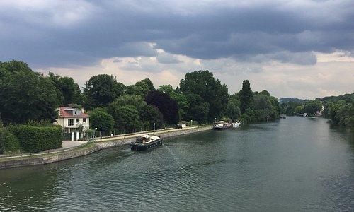 The nearby Seine river