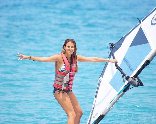 beginner windsurfers