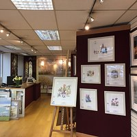 Our friendly, elegant gallery has an ever-changing range of pictures