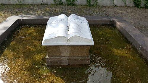 Brunnen an der Lesehalle