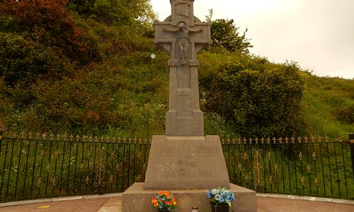 Monument to Michael Collins at the site of his assination in Beal Na Blah