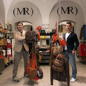Andrea e Matteo nel nuovo negozio in Via san Giovanni 49-51 a San Gimignano