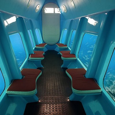 Inside of the 'Bon-Sea', comfortable seatings and fully airconditioned!
