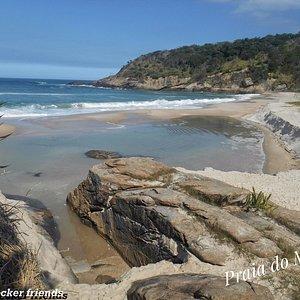 Praia do Meio, parte do roteiro da Trilha das Praias Selvagens, localizada no Rio de Janeiro
