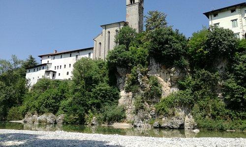 Chiesa di San Francesco vista dalle rive del Natisone