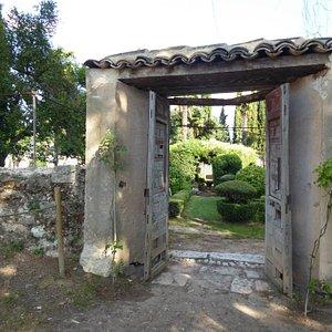 Puerta acceso jardines Real Fábrica de Paños Brihuega