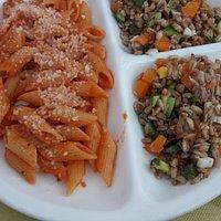 Piatto combinato con un primo ed insalata di farro (molto buona)