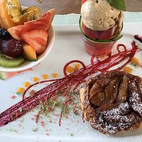 Tarte tatin with Cinnamon Ice cream and fruit