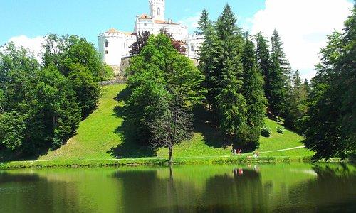 Il castello visto dal laghetto