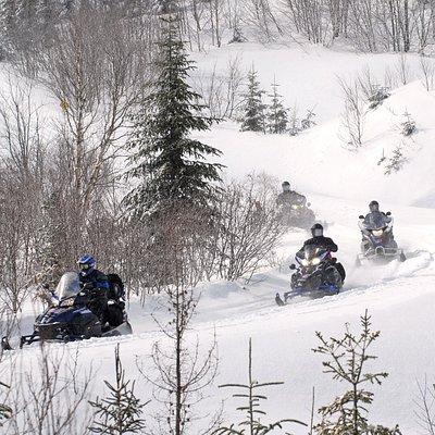 """Une bonne idée de ce qu'un groupe motoneige peut vivre en """"raid"""" motoneige avec SM Sport!"""