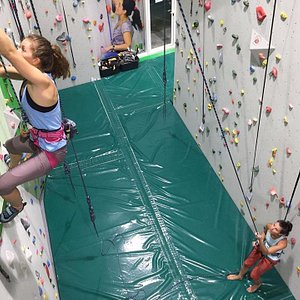 Autobelay machine if you come alone and if you have a buddy you cam belay each other
