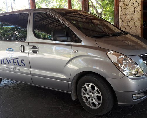 6 Seater minibus with rear luggage compartment