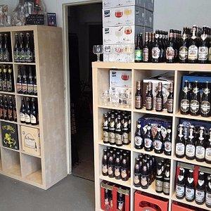 Une petite cave à bière très bien fourni !