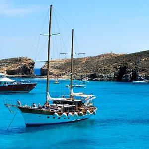 Wonderful boat in amazing landscapes !