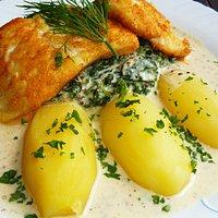 Gebr. Dorsch auf Blattspinat mit Kartoffeln und Dijon-Senfsoße 14,90 €.