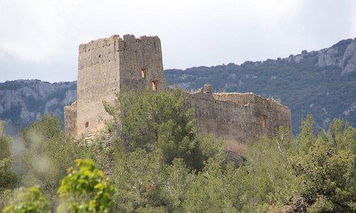Замок с дороги