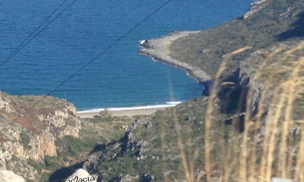 Κατηφορίζοντας για το Σπήλαιο της Καστανιάς
