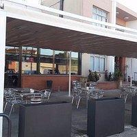 Entrada del Bar Restaurante Bon Acull de Cassà de la Selva