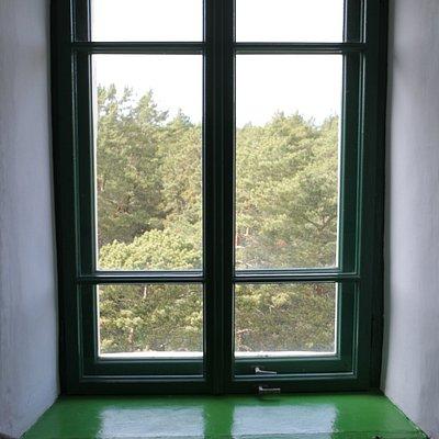 Внутри маяка. Окно.