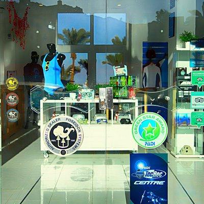Shop Eintrance / Eingang zum Tauchcenter und Shop