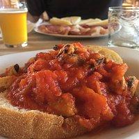 Strepitosi spaghetti alla bottarga e guazzetto di cozze... in una splendida cornice Maimoi
