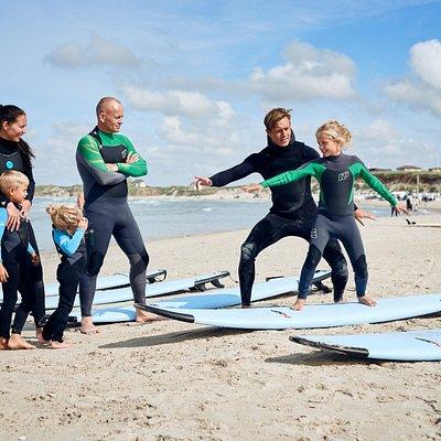 Surfing både for store og små.