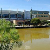 Contamos con un parque natural en medio de un gran Centro Comercial