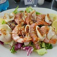 Yummy gamberoni and calamari!