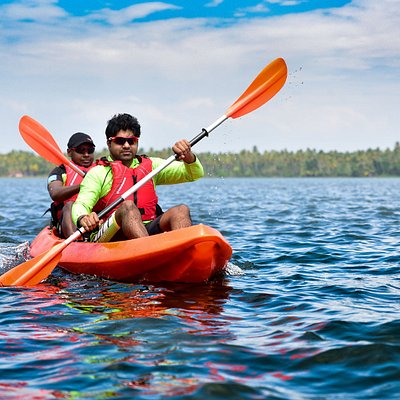 Paddling in Paravur Lake opens up your horizon to an unexplored & non-commercialized waterway.