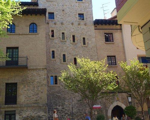 Bella torre de doña Orxanda parte muralla medieval