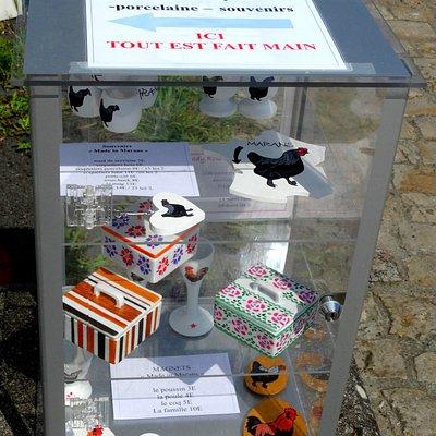 Petit atelier de souvenirs locaux et cartes postales !