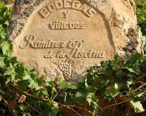 Grabado en piedra del viñedo de Baja Honda