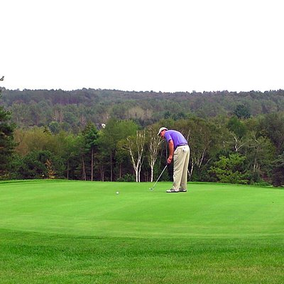 Play up to an elevated green on the par 3 south hole #3 and after you sink it, take in the view.