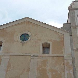 vista facciata con campanile